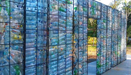 maison en bouteille recyclées